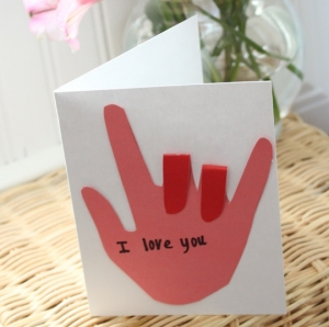 """So simple yet absolutely adorable.  These I Love You sign language valentines are also a great opportunity to teach your kids some simple signs.  Plus if you are one who loves hand-prints of your kids, here's another to add to your """"keep"""" box."""